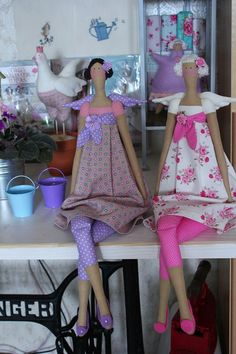 sorelle Carlotta e Martina Doll Clothes Patterns, Sewing Clothes, Doll Patterns, Rag Doll Tutorial, Tilda Toy, How To Make Toys, Doll Maker, Pretty Dolls, Soft Dolls