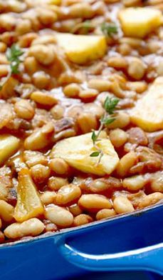 Hawaiian Baked Beans :: Vegan Recipe A quick Vegan dinner for late days at the office or when you are wanting some warm comfort food. Bean Recipes, Side Dish Recipes, Hawaiian Baked Beans, Main Dishes, Side Dishes, Good Food, Yummy Food, Frijoles, Back Home