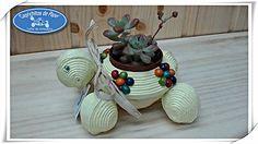 https://flic.kr/p/qQgd6B   Tortuga Porta Macetas   Cajita Joyero Tortuga, hecha de papel de periódico y adornada con flores de bolas de colores, todos los materiales reciclados 100/*100.  Caprichitos de Papel ®