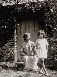 Vanessa Bell and Angelica, her daughter by the artist Duncan Grant. Until she was Angelica believed she was the daughter of Clive Bell, Vanessa's husband, who was the father of her two sons, Julian and Quentin Virginia Woolf, Duncan Grant, Vanessa Bell, Vita Sackville West, Eric Lafforgue, Angelica Bell, Mother Angelica, Dora Carrington, Clive Bell