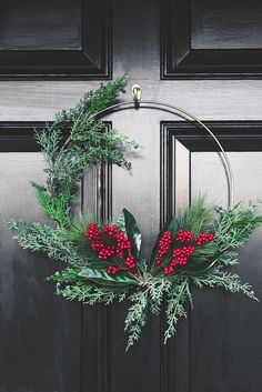 How to Style a Front Porch Gorgeous modern gold hoop Christmas wreath on a black door Crochet Simple Christmas Wreath Ornament - # Crochet Wreath Ornamen. Minimalist Christmas, Modern Christmas, Rustic Christmas, Simple Christmas, Christmas Ideas, Winter Wedding Decorations, Xmas Decorations, Holiday Wreaths, Holiday Crafts