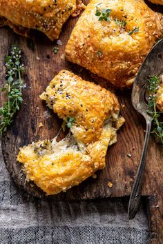 cooking recipes Kind of like broccoli cheddar soup meets savory flaky pastries. So darn easy and so darn delicious! Vegetarian Recipes, Cooking Recipes, Soup Appetizers, Broccoli Cheddar, Cheddar Cheese, Fall Dinner, Half Baked Harvest, Mini Pies, Entrees
