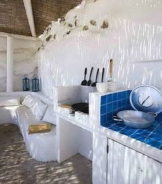 My grandmother had an outdoor kitchen similar to this made by my grandfather in San Luis Potosí Cerrito de Rojas . Outdoor kitchen in Greece. Decor, Home, Outdoor Kitchen Design, Interior And Exterior, Summer House, Outdoor Kitchen, Interior, House, Summer Kitchen