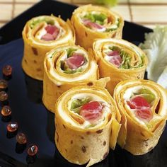 Rulouri din clatite / Pancake rolls (Recipe in Romanian) Pancake Roll, Baby Food Recipes, Cooking Recipes, Pumpkin Smoothie, Good Food, Yummy Food, Romanian Food, Appetisers, Food Humor