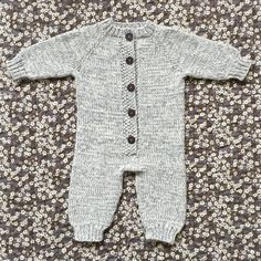 Diy Crafts - Image of SyvSover 0 - 18 Mdr. Diy Crafts Knitting, Knitting For Kids, Easy Knitting, Baby Knitting Patterns, Crochet Baby, Knit Crochet, Onesie Pattern, Newborn Coming Home Outfit, Baby Barn
