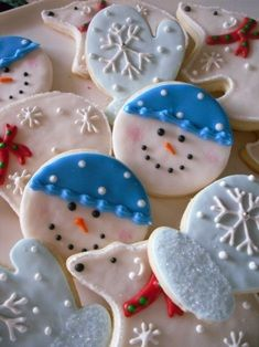 Christmas Cookie decorating ideas - no link Fancy Cookies, Cute Cookies, Holiday Cookies, Holiday Treats, Sugar Cookies, Holiday Recipes, Christmas Recipes, Snowman Cookies, Christmas Cut Out Cookies