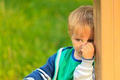 Es gibt viele Möglichkeiten, wie wir schüchterne Kinder stärken können. Dazu gehört auch, sie einfach mal in Ruhe zu lassen.