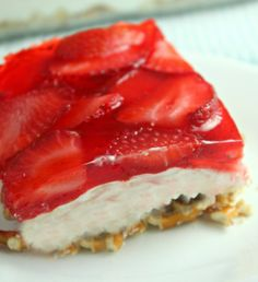 Savory magic cake with roasted peppers and tandoori - Clean Eating Snacks Strawberry Pretzel Jello, Strawberry Recipes, Jello Recipes, Dessert Recipes, Dessert Salads, Candy Recipes, Easy Desserts, Raisin Cake, Desert Recipes