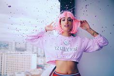 Pink hair - Pink wig - 90's La Revue de Kenza x Clinique