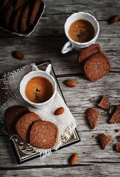 almond coffee shorties vert