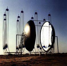 """""""spiegel zender"""" 1985 350x350x450 cm"""