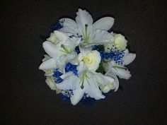 White with touch of blue bouquet