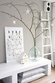 Modern Christmas 2015 ideas will show you the two main styles for the festive decor – a contemporary touch to traditional Christmas decorations and a Minimal Christmas, Modern Christmas, Scandinavian Christmas, Christmas Design, Rustic Christmas, Diy Adornos, Christmas Tree Decorations, Holiday Decor, Navidad Diy