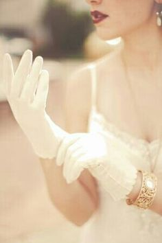 The gloves and the lips, so elegant. Get these gloves at La Bella Bridal Accessories. Up Girl, Girly Girl, Foto Fashion, Fashion Beauty, She's A Lady, Vintage Gloves, Wedding Gloves, Vintage Bridal, Soft Grunge