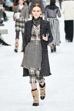 Fashion bids farewell to Karl Lagerfeld in his final show for Chanel during Fall 2019 Paris Fashion Week. Fashion Week, Fashion 2020, Fashion History, Runway Fashion, High Fashion, Fashion Outfits, Womens Fashion, Fashion Trends, Fall Collection