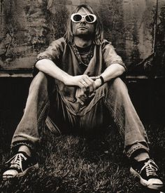 Nirvana – Original Photograph of Kurt Cobain by Anton Corbijn Nirvana Kurt Cobain, Kurt Cobain Photos, Kurt Cobain Style, Rock And Roll, Pop Rock, Dave Grohl, Pearl Jam, Kurt Corbain, Banda Nirvana