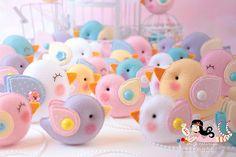Risultati immagini per ei menina Felt Crafts, Easter Crafts, Fabric Crafts, Diy And Crafts, Arts And Crafts, Erica Catarina, Bird Party, Felt Baby, Felt Birds