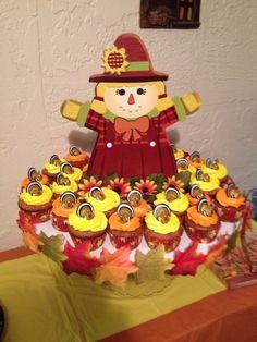 Cupcakes bajó en colesterol sabor piña, guayaba, dulce de leche, chocolate. Cubiertos de butter cream y decorados especialmente para dar gracias a Dios. Creación de Silvia's Cake