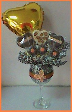 Candy Bouquet, Frozen Party, Punch Bowls, Craft Ideas, Crafty, Chocolate, Globes, Sweet Treats, Woman