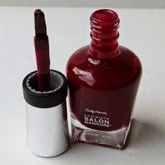 Nagellack-Flakon und Pinsel vom Sally Hansen Nagellack Red Zin 610 http://infarbe.blogspot.de/2014/10/notd-sally-hansen-nagellack-red-zin-610.html