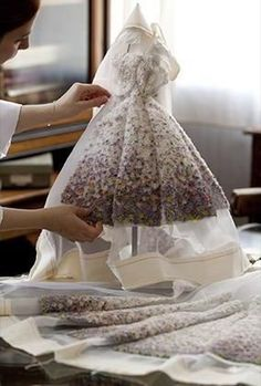 There's a Le petite Dior exibition hopefully coming to Nashville! Dior at Harrods - Mini Fashion Theatre Dior Haute Couture, Couture Fashion, Fashion Dolls, Dress Fashion, Couture Details, Fashion Details, Fashion Design, Dior Dress, Mode Inspiration