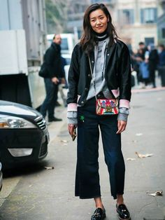 How To and What to Wear With a Bomber Jacket: Liu Wen Tomboy Fashion, Denim Fashion, Fashion Outfits, Street Fashion, Fashion Trends, Hailey Baldwin, Athleisure, Tomboy Stil, Sporty Chic Style