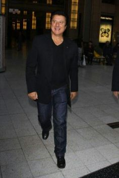 Still lookin great at 64! Steve Perry -- < I found this at ... http://www.pinterest.com/pin/386887424212436841/ . >