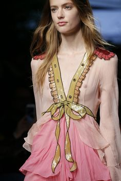 Gucci Spring 2016 Ready-to-Wear Accessories Photos - Vogue //Manbo Fashion Details, Look Fashion, High Fashion, Fashion Beauty, Fashion Show, Fashion Design, Fashion Week, Spring Fashion, Fashion Trends