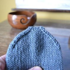 Silmukoimalla päätteleminen - kaksi tapaa - Neulovilla Mittens, Knitted Hats, Diy And Crafts, Socks, Knitting, Blog, Tejidos, Fingerless Mitts, Tricot