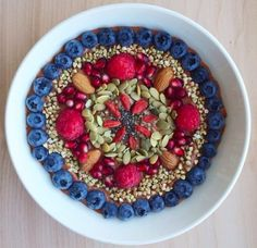 Mandala Templates - Vegane Kunst in der Schüssel - Decoration Diy - Dekoration ideen 2019 - Baltimore, Maryland, Plat Vegan, Banana Nice Cream, Vegetarian Recipes, Healthy Recipes, Smoothie Bowl, Going Vegan, Superfoods