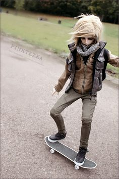 #bjd #dolls EPIC! A BJD On A Skateboard??? Nice. I Never Would Have Thought To Do This.