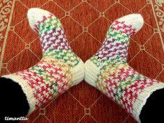 ILOA ITSE TEHDEN: Karkkisukat Knitting Socks, Knit Socks, Boot Cuffs, Mittens, Pattern, Socks, Fingerless Mitts, Patterns, Fingerless Mittens