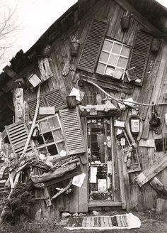 """Les """"anarchitectures"""" de Richard Greaves, Québec / toujours au bord de l'effondrement, défiant les lois de la pesanteur"""
