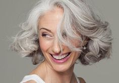 Prevention: Make Gray Hair Look Beautiful Master the art of going gray gorgeously with our expert strategies and product picks for style, shine, and manageability Silver Grey Hair, White Hair, Hair And Beauty, Premature Grey Hair, Grey Hair Looks, 20s Hair, Natural Hair Styles, Short Hair Styles, Going Gray