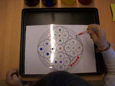 Bunte Wassertropfen - ein Mandala mit Pinzetten erstellen