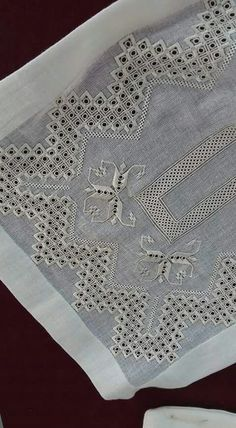 Hardanger -- maybe a table runner? Embroidery Patterns Free, Learn Embroidery, Embroidery Thread, Cross Stitch Embroidery, Embroidery Designs, Drawn Thread, Hardanger Embroidery, Sewing Art, Bargello