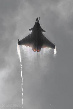eyestothe-skies: Dassault Rafale Photos of. Military Jets, Military Aircraft, Fighter Aircraft, Fighter Jets, Rafale Dassault, Mirage F1, Photo Avion, Dassault Aviation, Air Machine
