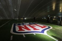 Super Bowl 2014: Verizon, AT&T upgrade networks at MetLife Stadium to meet digital demand That expected deluge of data from the 81,000 fans set to attend Super Bowl XLVIII prompted the nation's two largest wireless carriers, Veriz...