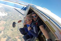 Tandem skydiving >> Get out of the plane Federation Of Australia, Types Of Sharks, Abseiling, Shark Diving, Sister Pictures, Skydiving, Hang Gliding, All In The Family, Extreme Sports