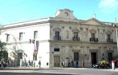 Ubicada en Perú 272 - San Telmo  Buenos Aires, Argentina    La Manzana de las Luces es una manzana histórica de la Ciudad Autónoma de Buenos Aires, que se encuentra rodeada por las calles Bolívar, Moreno, Alsina, Avenida Julio A. Roca (Diagonal Sur) y Perú