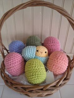 Chick toy Easter Eggs, crochet Easter eggs for child, rustic Easter basket, DIY Easter decor ideas #2014 #Easter #eggs #bunny #rabbit #recipes #crafts www.loveitsomuch.com