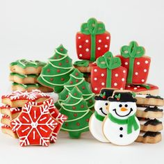 Christmas is often the time for baking festive cookies. If you're looking for unique cookie designs or some new tips for baking your Christmas cookies this year, you're in the right place! Noel Christmas, Christmas Goodies, Simple Christmas, Christmas Treats, Christmas Baking, Christmas Biscuits, Christmas Sugar Cookies, Holiday Cookies, Summer Cookies