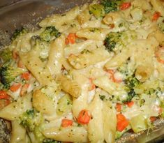 Zapekané cestoviny s brokolicou sú jednoduché na prípravu a skvelou chuťou si podmania aj vás Pasta Salad, Potato Salad, Macaroni And Cheese, Chicken Recipes, Food And Drink, Healthy Recipes, Healthy Food, Potatoes, Meat