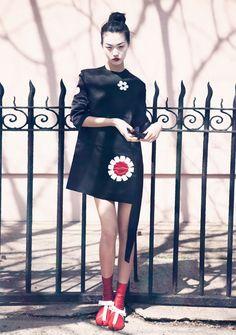 http://www.fashiongonerogue.com/wp-content/uploads/2013/04/tian-yi-geisha2.jpg