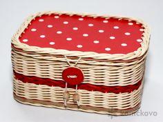 Košík z pedigu Cucito Rosso. Rozmery: 20 x 15 x 10,5 cm.