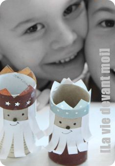 * DIY: Rois et couronnes de carton! - La vie devant moi Learning Through Play, Fun Learning, Kids Christmas, Sunday School, Gingerbread Cookies, Nativity, Crafts For Kids, Crowns, Wizards