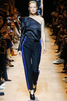 Mugler Fall 2017 Ready-to-Wear Fashion Show - Carolyn Murphy