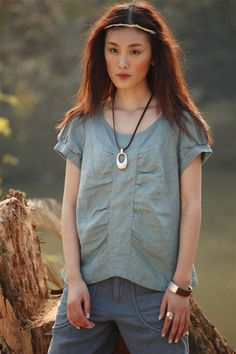 short-sleeved top, band down centre