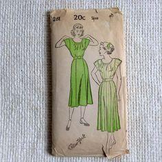 New York dress Pattern.  Vintage 1940 sewing pattern.  by nancynaz