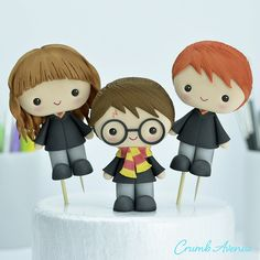 Harry Potter, Ron and Hermiona Cake Toppers Harry Potter Cupcakes, Harry Potter Ron, Harry Potter Theme Cake, Harry Potter Torte, Harry Potter Cupcake Toppers, Harry Potter Thema, Harry Potter Birthday Cake, Harry Potter Characters, Harry Potter Cake Decorations